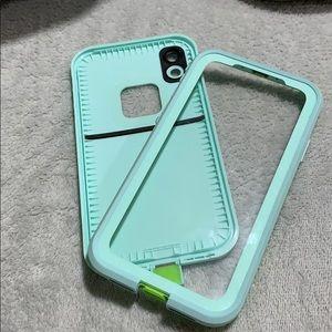 iPhone XR lifeproof frē case